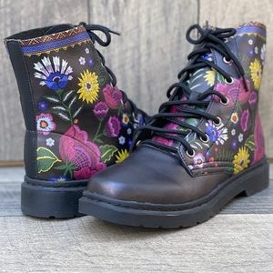 Yes We Vibe Flower Unisex Chelsea Combat  Boot 🥾